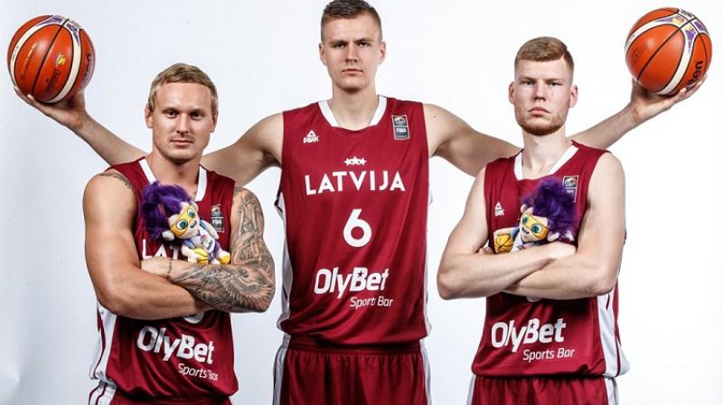 Jānis Timma, Kristaps Porziņģis, Dāvis Bertāns. Foto: FIBA