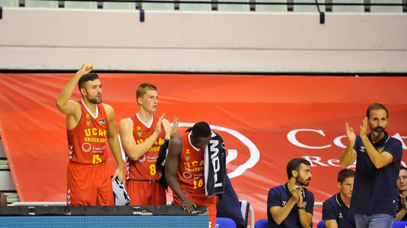 Rinalds Mālmanis ar komandas biedriem. Foto: UCAM Murcia