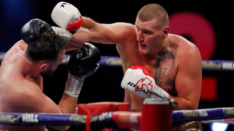 Mariušs Vahs cīņā pret Hjū Fjūriju. Foto: AFP/Scanpix