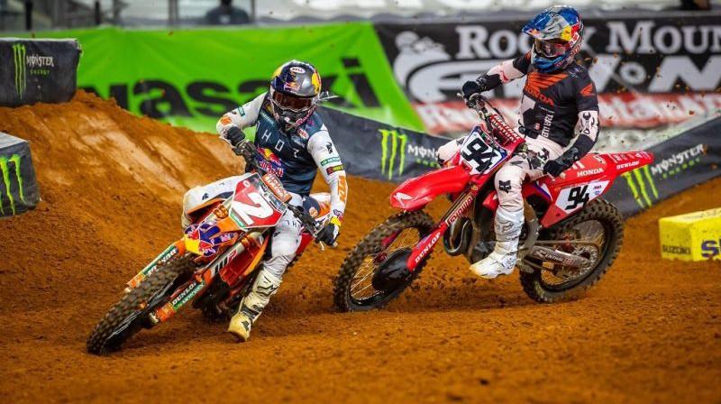 Kūpers Vebs un Kens Rokzens Ārlingtonā. Foto: AMA Supercross
