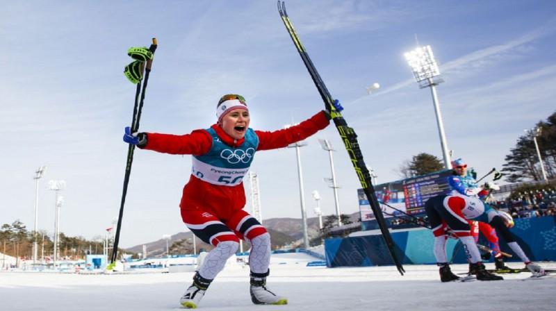 Ragnhilda Hāga priecājas par uzvaru 10km distancē Olimpiskajās spēlēs Phjončhanā. Foto: Lise Åserud / NTB