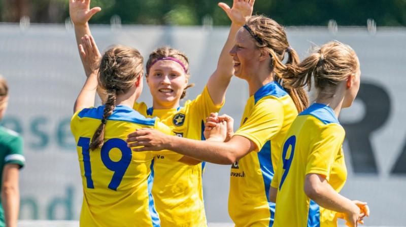 """""""Super Nova/RTU"""" futbolistes svin vārtu guvumu. Foto: Sieviešu futbols"""