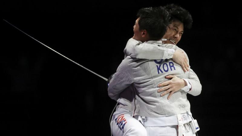 Dienvidkorejas paukotāju prieki. Foto: Carl Recine/Reuters/Scanpix