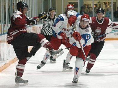 U-20 hokejisti pārbaudes spēlē pieveic Krieviju