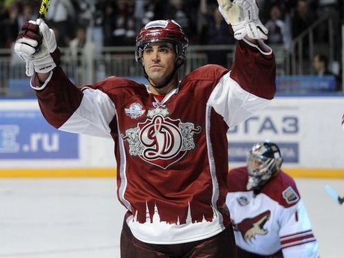 NHL atspēlējas: ''Coyotes'' uzvar Rīgā