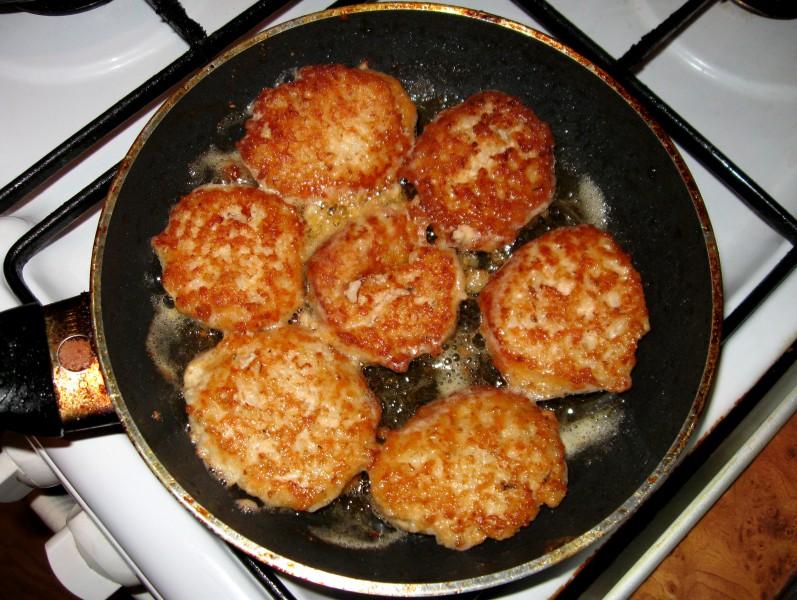 Saldēta laša gaļas kotletes