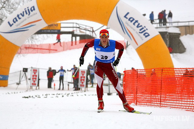 Kalnu un distanču slēpotājiem pārsvarā kritums FIS rangā