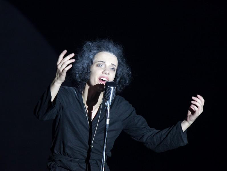 """Liepājas teātris augustā Rīgā rādīs iestudējumus """"Piafa"""" un """"Precības"""""""