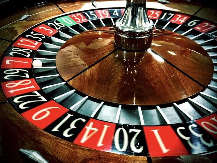 Vai ir iespējams nopelnīt spēlējot kazino spēles?