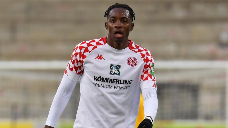 """Matetā """"hat-trick"""" 40 minūtēs """"Mainz 05"""" pirmajā uzvarā, Arokodare nāk uz maiņu"""