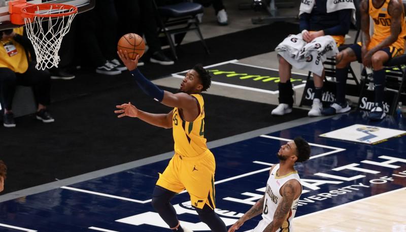 """""""Lakers"""" izbraukumā 8-0, Mičelam 36 punkti """"Jazz"""" septītajā panākumā pēc kārtas"""