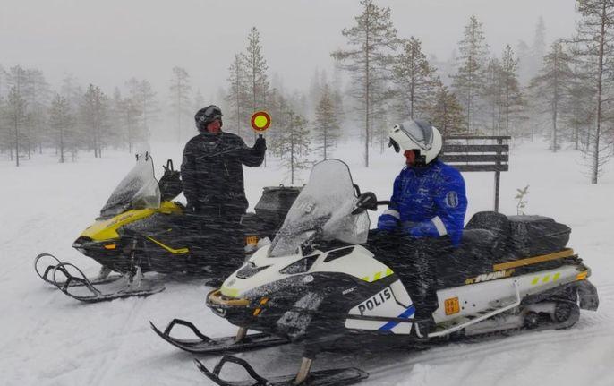 """Policijas paziņojums Lapzemes WRC skatītājiem: """"Mēs neatstāsim vietas, kur jums slēpties"""""""
