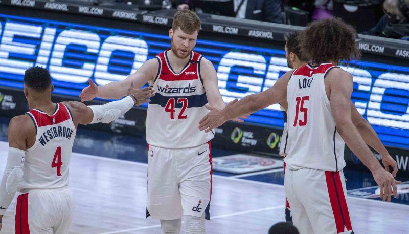 """Bertānam seši trejači un 22 punkti """"Wizards"""" panākumā pret """"Magic"""""""