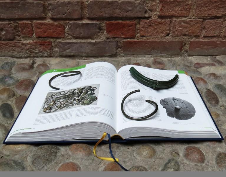 """""""Latvijas arheoloģijas rokasgrāmata"""" saistoša arī ziemeļkurzemniekiem"""