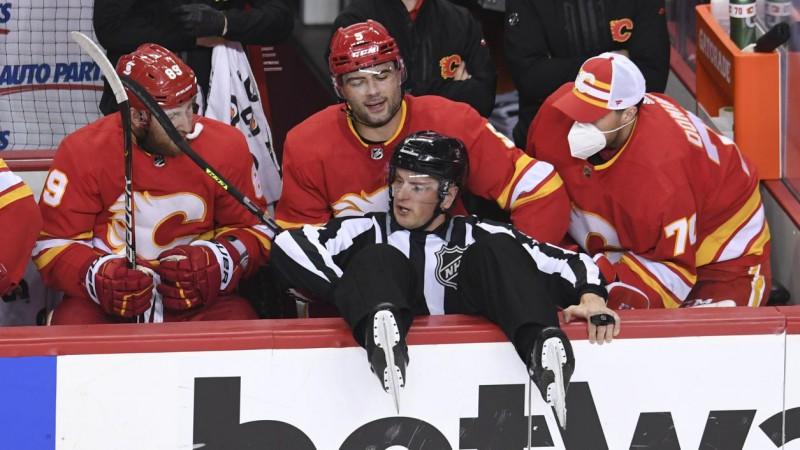 """""""Flames"""" sagrauj """"Senators"""", saglabājot izredzes kvalificēties """"play-off"""""""