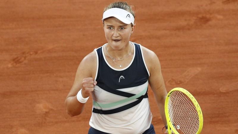 """Neizsētā Krejčīkova pēc mačbumbas atspēlēšanas iekļūst """"French Open"""" finālā"""