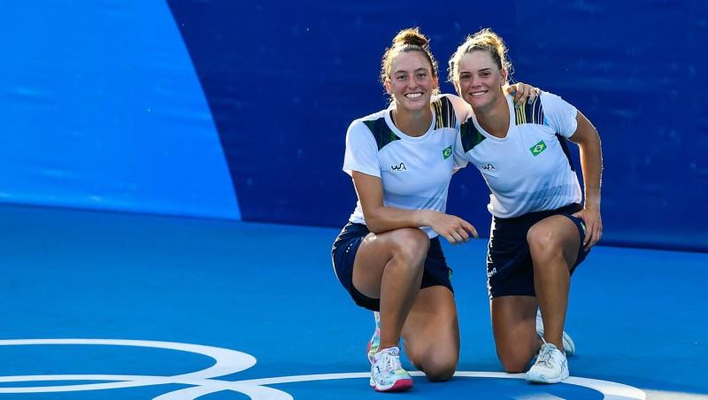 Atspēlējot četras mačbumbas, Brazīlijas tenisistes izcīna dubultspēļu turnīra bronzu