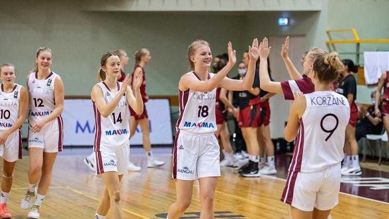 U18 meitenes galotnē pieveic Krieviju un izcīna ceturto uzvaru pēc kārtas