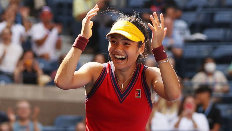"""Bezbailīgā Radukanu sakauj arī Benčiču un sasniedz """"US Open"""" pusfinālu"""