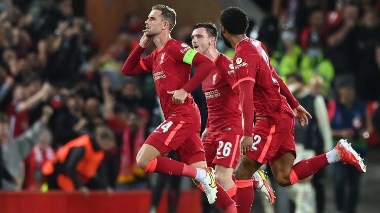 ''Liverpool'' piecu vārtu trillerī atspēlējas un pieveic ''Milan'', ''Atletico'' neizšķirts